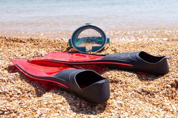足ひれと海辺のマスク