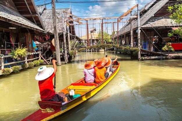 タイ、パタヤの水上マーケット