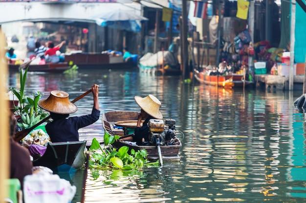 タイの水上マーケット。