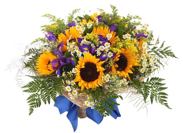 해바라기, 데이지, 양치류 및 갈 조색의 꽃 배열. 꽃 조성