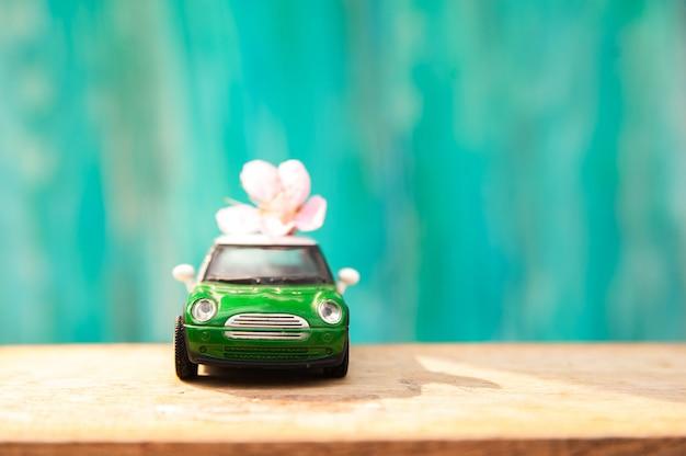 テキストと小さな車の花の背景。