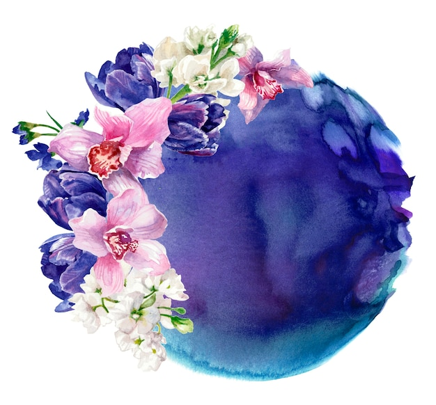 Цветочная композиция на фоне фиолетового акварельного пятна, изолированного на белом. ручная роспись
