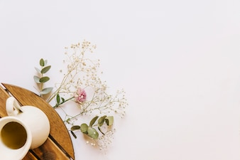 Floral composition with coffee