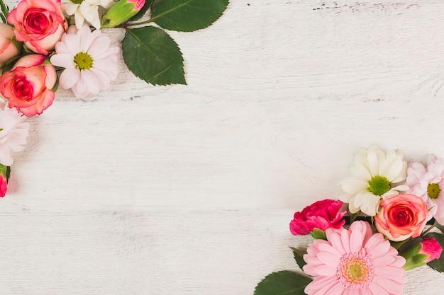 Composizioni floreali su bianco