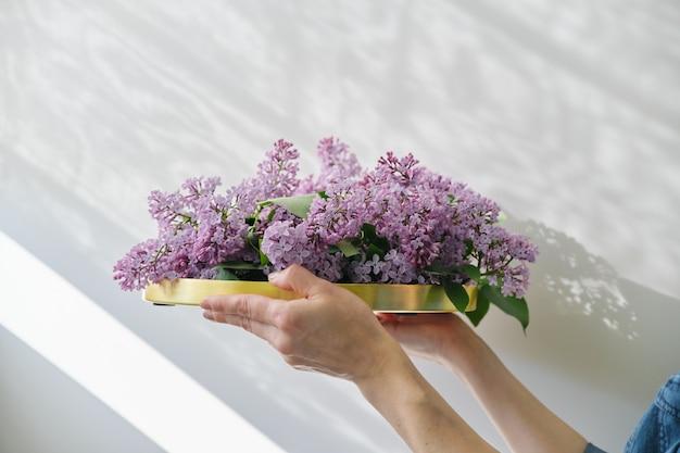 인테리어의 꽃 장식, 꽃다발의 형태로 라일락 꽃