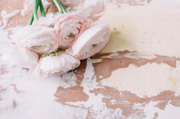 Поверхность с цветочным декором