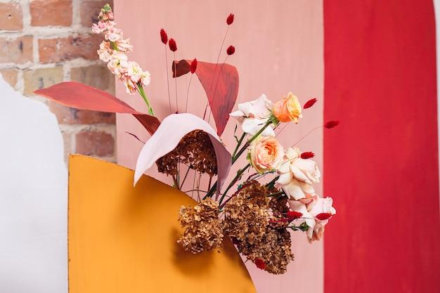 お祝いの場所のための花のデザイン要素。