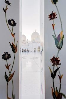 그랜드 모스크, 아부다비의 꽃 장식 장식
