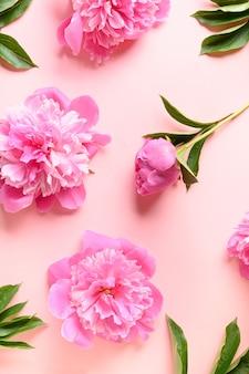 ピンクにピンクの牡丹の花の花柄。
