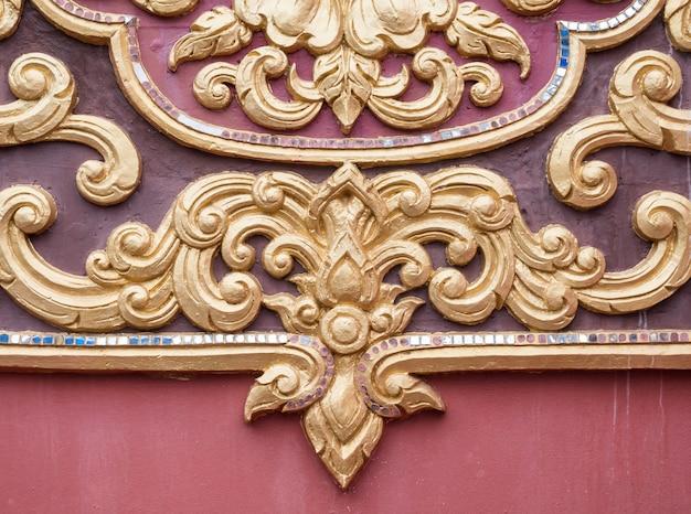 Цветочный узор штукатурка в традиционном тайском стиле.