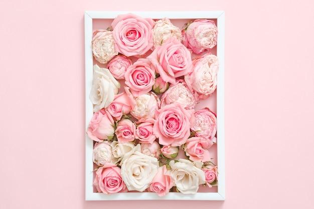 フローラル。ピンクのバラの構成