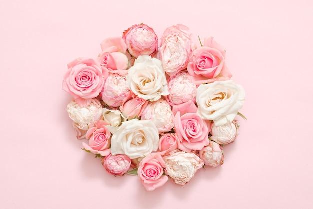 Цветочный. композиция из розовых роз