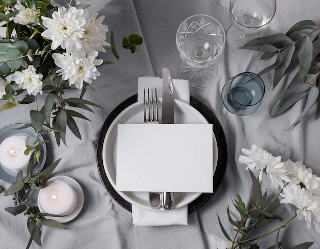 Disposizione floreale della tavola di nozze