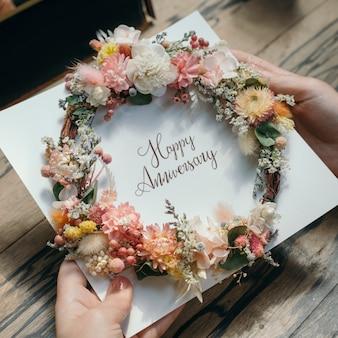 Поздравительная открытка на годовщину цветочного венка
