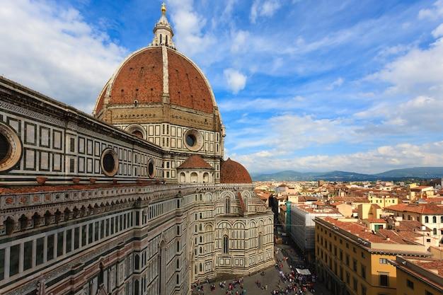 Флорентийский собор с колокольни джотто, итальянская панорама.