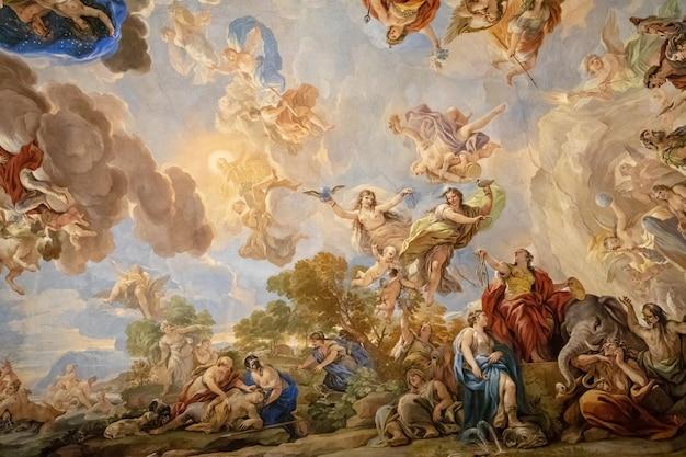 이탈리아 피렌체 - 2018년 6월 25일: 메디치 리카르디 궁전이라고도 불리는 메디치 궁전 천장 내부의 탁 트인 전망. 피렌체에 위치한 르네상스 궁전입니다.