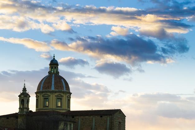 フィレンツェの景色、アルノ川とサンフレディアーノ教会、イタリアのパノラマ、イタリア