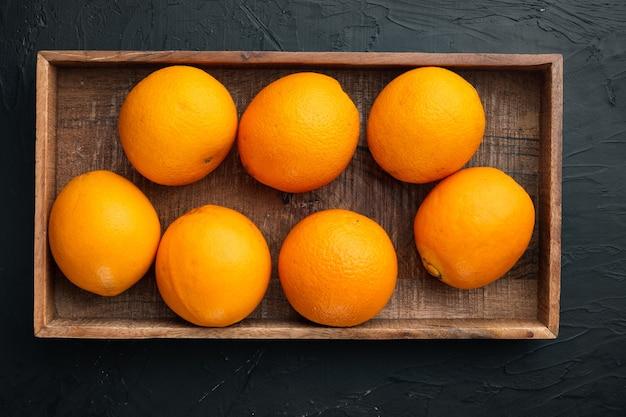 フロリダ郡オレンジ、健康的な果物セット、木製の箱、黒い石のテーブル、上面図フラットレイ