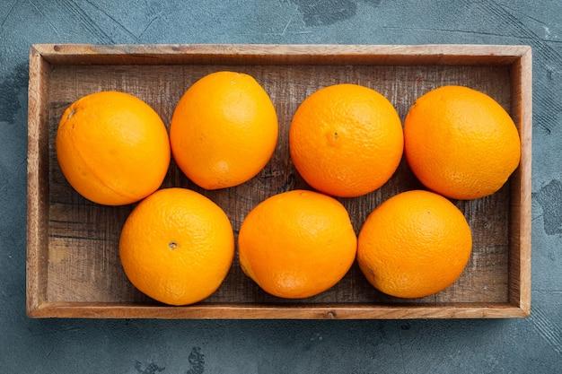 フロリダ郡オレンジ、健康的な果物セット、木製の箱、灰色の石のテーブル、上面図フラットレイ