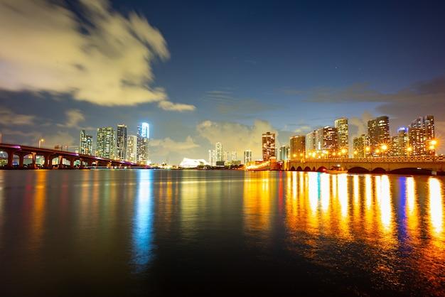 플로리다 마이애미 밤 도시 스카이 라인 미국 시내 고층 빌딩 풍경