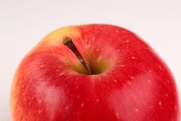 フローリンの赤いリンゴのクローズアップ