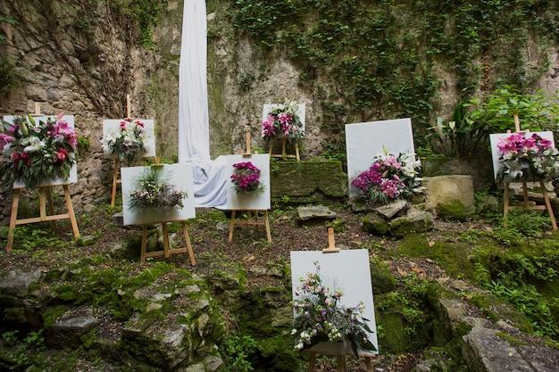 ジローナフラワーフェスティバルティエンポデフローレスでの植物アートブーケの構成