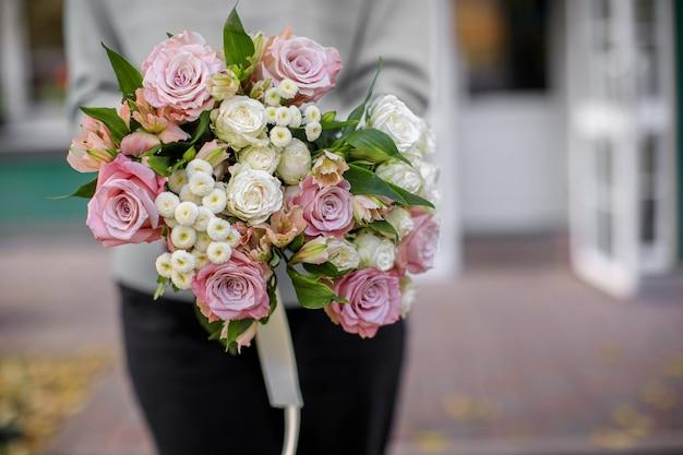 플로리스트 리 개념. 아름다운 꽃의 꽃다발