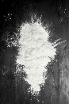 黒い黒板に小麦粉
