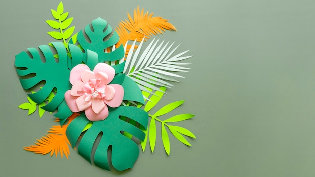 Цветок и листья в бумажном стиле