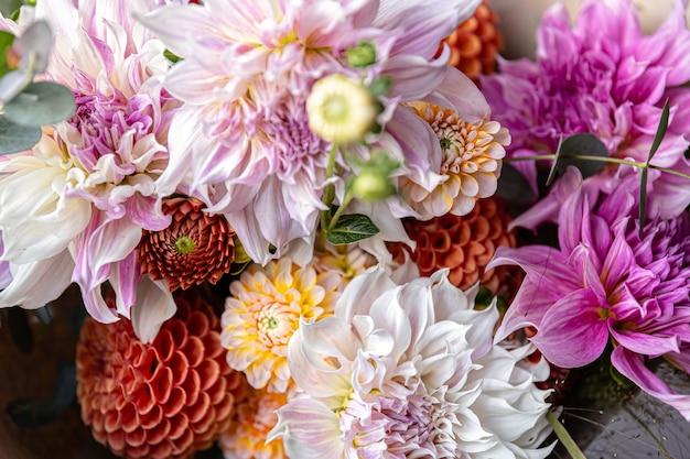 국화 꽃 클로즈업, 축제 부케와 꽃꽂이.