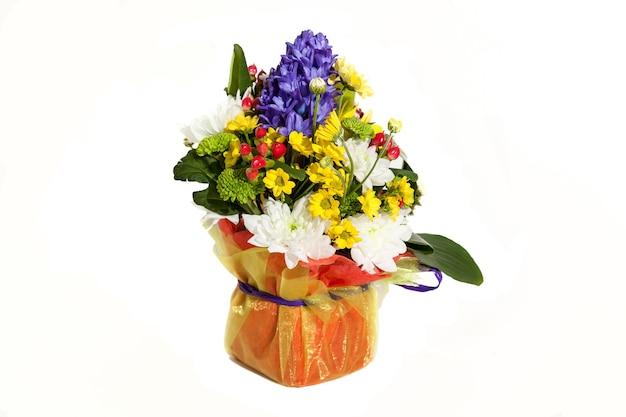 休日のための花の花束の構成、あなたのお気に入りのための花の春の花束、結婚式のための花のお祝いの花束、ヒヤシンス、花ブルネイ、チューリップ、アルキダムス、バラ、hrisanthemom