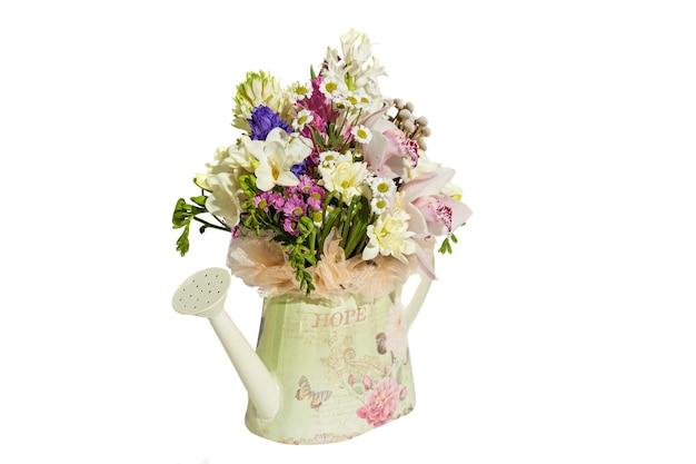 당신의 마음에 드는 축제를위한 꽃의 봄 꽃다발 휴가를위한 꽃다발 구성 프리미엄 사진
