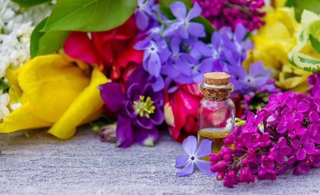 꽃 수집 및 꽃 에센셜 오일