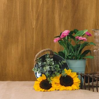 Цветочная композиция с различными растениями