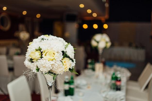 結婚披露宴での花の構成