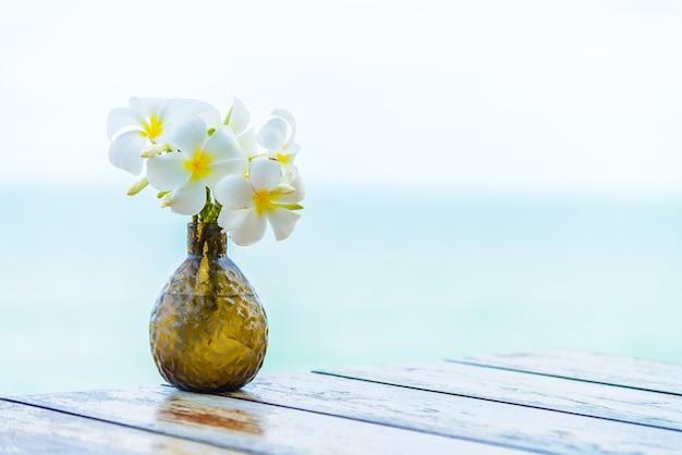 花のロマンステーブル自然の花束