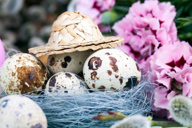 꽃이 만발한 버드나무, 부활절 축하를 위한 달걀
