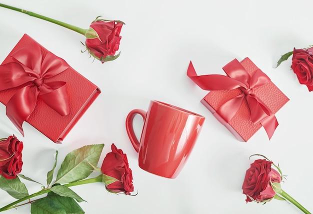 흰색 꽃과 선물 상자