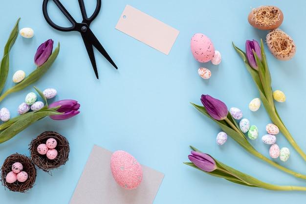 부활절을위한 꽃과 페인트 계란
