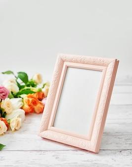 Цветы и фоторамка, женский день. поздравительная открытка ко дню матери.