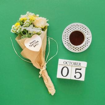 Букет цветов на зеленом фоне