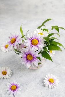 春のカードの花の構成。