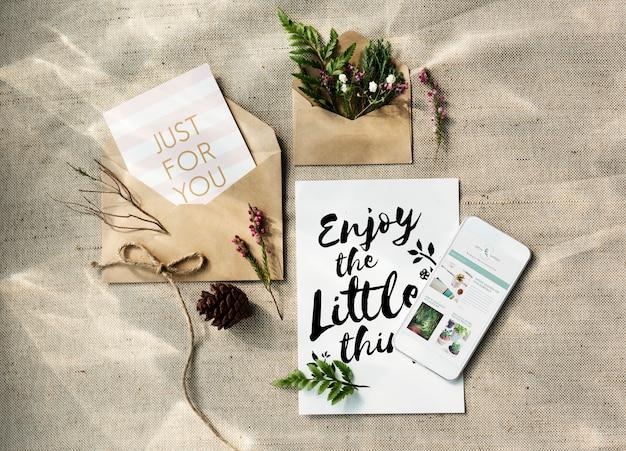 Fiori e concetto di cartolina d'auguri