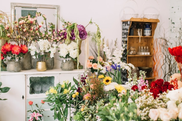 Цветы в флористической ателье