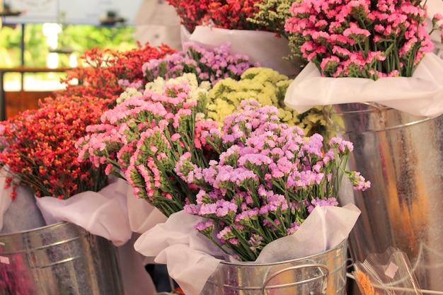 꽃집에서 화분에 꽃입니다.