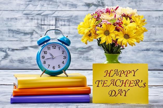 Цветы, тетради, таймер и карта. прекрасный сюрприз ко дню учителя.