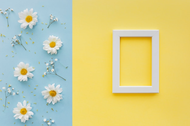 フラワーズ;花弁と二重の背景に白の空白の図枠と花粉