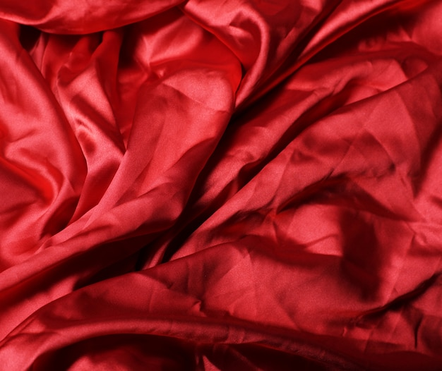流れる赤い布