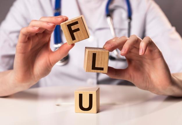 医師の手でインフルエンザの単語の碑文