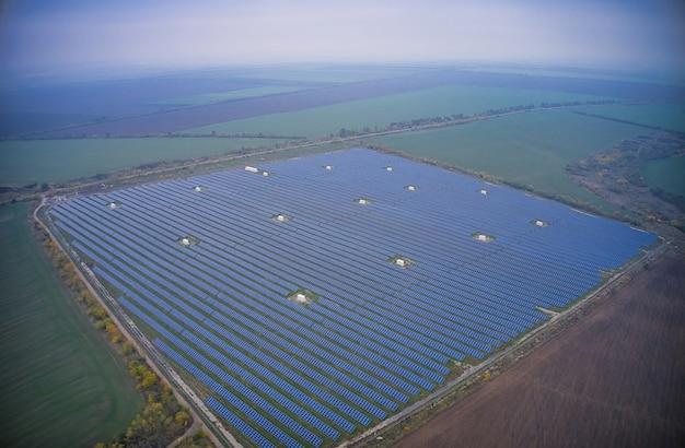 Облет возобновляемой солнечной электростанции с солнцем в украине